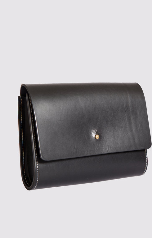 epitome_greenthomas_leatherbagblack_1466007050BLACKBAG.jpg