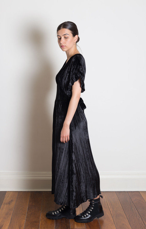 epitome_masscob_viscosevneckdressblack_1500906284EpitomeEdinburghShoot14.jpg
